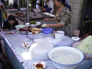 Langpun_beanstarch_noodle_vendor_khotan